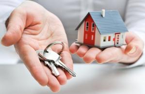 Jak przekazać komuś dom lub mieszkanie w darowiźnie?