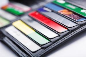 """Co zrobić, jeśli bankomat """"zjadł"""" kartę?"""