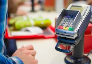 Ile płaci się za korzystanie z karty płatniczej za granicą?
