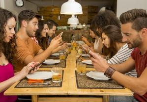 Kto nas wynagrodzi za płatności mobilne? Porównanie kont z premią