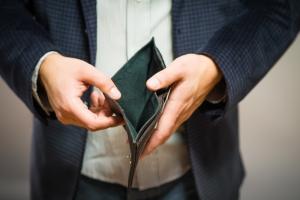 Zajęcia komornicze przy wynagrodzeniu pracownika – co ma zrobić pracodawca?